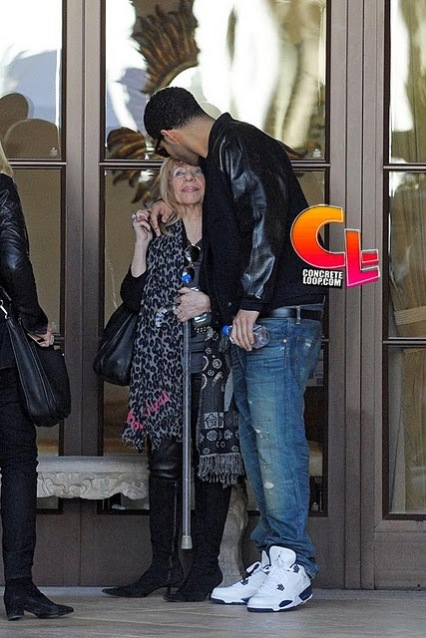 Drake Hangin' With His Mom In Beverly Hills